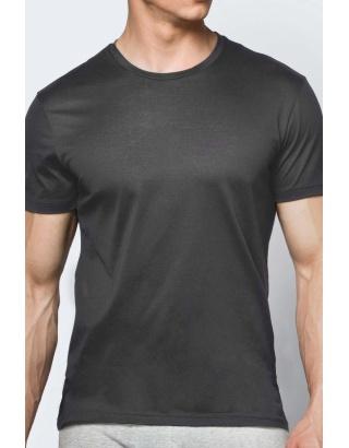 Однотонная футболка, в базовых цветах